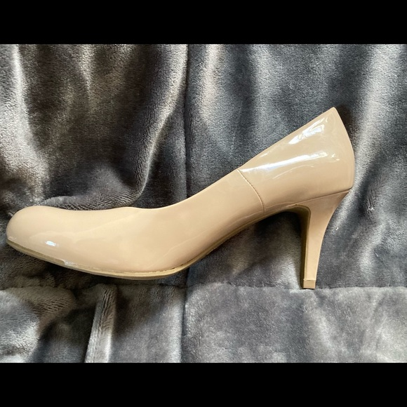 Patent Leather nude pumps
